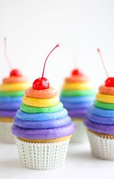 Sprinklebakes' Rainbow Frosting Cupcakes are so cute!