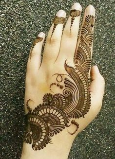 Mehndi henna designs are always searchable by Pakistani women and girls. Women, girls and also kids apply henna on their hands, feet and also on neck to look more gorgeous and traditional. Henna Hand Designs, Dulhan Mehndi Designs, Arabian Mehndi Design, Mehndi Designs Finger, Modern Mehndi Designs, Mehndi Designs For Girls, Mehndi Design Pictures, Wedding Mehndi Designs, Beautiful Mehndi Design