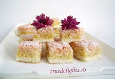 Quick Cake with Coconut Tea Cakes, Mini Cakes, Cupcake Cakes, Cupcakes, Great Desserts, Delicious Desserts, Yummy Food, Yummy Yummy, Cake Bars