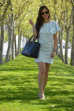 094580fe8 The Manhattan Blue PielFort bag featuring Sandra from Mil Maneras de vestir