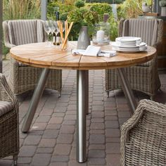 #tisch #outdoor #garten #moebel #table #roundtable Outdoor Furniture, Outdoor Decor, Outdoor Lounge, Aluminium, Fjord, Table, Home Decor, Products, Environment