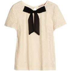 Juicy Couture Bow-front lace top (465 ARS) ❤ liked on Polyvore featuring tops, shirts, blouses, t-shirts, blusas, pink shirt, lace up front top, pink top, juicy couture shirt and bow shirt