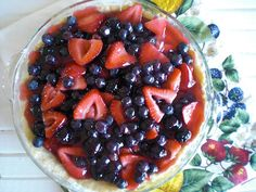 Definitely wanting to try this Fresh Berry Pie via the lovely Nina of Peace, Love, & Good Food!!