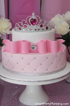 A stunning Princess birthday party for girls, that they are bound to love. Includes DIY ideas on a budget for decorations, food and fun activities. You will soon have the best Princess party in the kingdom. Queens Birthday Cake, Queen Birthday, Girl Birthday, Cake Birthday, Birthday Diy, Birthday Ideas, Birthday Cakes Girls Kids, Birthday Parties, Bolo Fack
