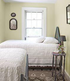 Country-Style Guest Bedroom