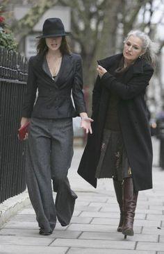 Wide-leg trousers + tight blazer + fedora  = cool.