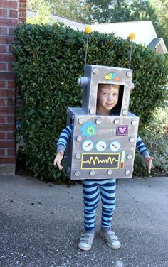 diy costumes DIY Toddler Costumes Toddlers L-O-V-E Halloween! Dressing up in toddler costumes are just as much fun as the candy they get at the end. But toddler costumes can be expensive, Robot Costume Diy, Costume Garçon, Robot Costumes, Diy Robot, Costume Ideas, Pirate Costumes, Diy Boys Costume, Rocket Costume, Nurse Costume