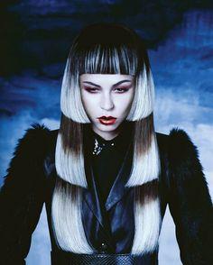 STYLING model hair ≈ :: Gothic Like 3-Layered Bob