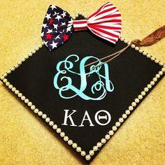 Cute grad cap, love the bow! Gamma Phi Beta, Kappa Alpha Theta, Grad Cap, Graduation Caps, Theta Crafts, High School Life, College Life, Graduation Cap Decoration, Cap Decorations
