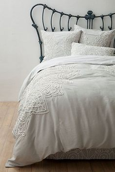 To add some texture to your dreamy bedroom, I like the light grey: Solea Bedding #anthropologie