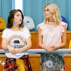 Luna and Ambar! What look Luna´s face Disney Channel, Ambre Smith, Sou Luna Disney, Luna Fashion, Cimorelli, Son Luna, Vintage Cartoon, Best Friends Forever, New Girl