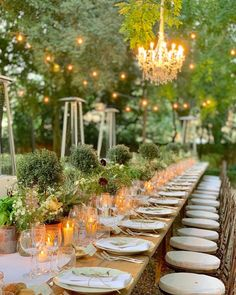 "WedWorld Magazine on Instagram: ""In love with this country chic tablescape 💗😍 Planning @blancweddingsitaly  Florals @flowersliving  Catering @galateoricevimenti  Venue…"" Wedding Designs, Wedding Styles, Outdoor Wedding Inspiration, Wedding Ideas, Outdoor Venues, October Wedding, Country Chic, Wedding Flowers, Green Wedding"