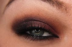 Nothing is as smoldering as a smokey eye. Adding color to a smokey eye is a great way to change the look up and still have the same gorgeous effect. Perfect for you green/hazel eyed gals, this cranberry smokey eye is aideal example of a colorful smokey eye. This is will also enhance your brown [...]
