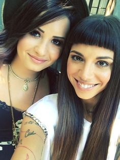 Tour mates Demi Lovato and Christina Perri snapped a totally gorgeous selfie together. Demi Lovato Twitter, Cute Celebrities, Celebs, How Beautiful, Beautiful People, Perfect People, Demi Love, Christina Perri, Queen