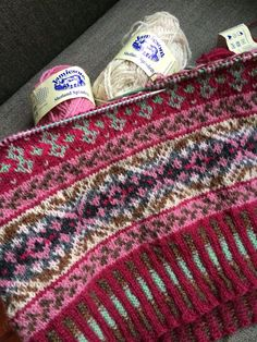 Captivating All About Crochet Ideas. Awe Inspiring All About Crochet Ideas. Punto Fair Isle, Motif Fair Isle, Fair Isle Chart, Fair Isle Pattern, Fair Isle Knitting Patterns, Knitting Stitches, Knitting Designs, Knitting Projects, Hand Knitting