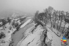 Râul Buzău, cea mai importantă apă curgătoare care străbate județul Buzău, izvorăște din Carpații de Curbură, din Munții Ciucaș și se varsă în Siret. Pentru pasionații de rafting, râul se încadrează la gradul III de dificultate, fiind ideal pentru începători și nu numai.