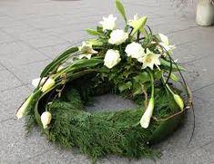 Bildergebnis für trauerkranz Funeral Flower Arrangements, Funeral Flowers, Floral Arrangements, Cremation Urns, Fall Flowers, Ikebana, Floral Wreath, Projects To Try, Wreaths