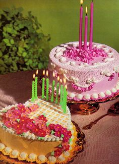 Vintage piping cakes