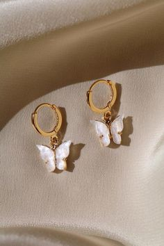 Butterfly Earrings Gold plated butterfly with your option of a gold plated or gold filled hoop. Lead and nickel free.Gold plated butterfly with your option of a gold plated or gold filled hoop. Lead and nickel free. Cute Jewelry, Boho Jewelry, Jewelry Accessories, Jewelry Necklaces, Women Jewelry, Fashion Jewelry, Jewelry Ideas, Jewelry Box, Dainty Jewelry