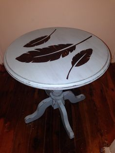 Refurbished round table with feathers silhouette