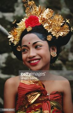 Photo : Portrait of girl awaiting at Ubud festival.