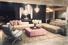 Arflex product: STRIPS sofa designed by Cini Boeri. Italian Furniture, Luxury Furniture, Furniture Decor, Modern Sofa, Modern Interior, Interior Design, Pink Sofa, Luxury Decor, Sofa Design