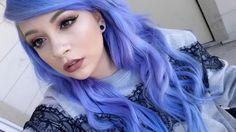 Periwinkle blue, lilac wavy hair. Manic Panic hair dye. Neutral makeup tones on fair skin. | Cassie Minxx