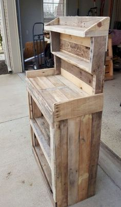 Pallet Furniture Projects Get Your Grow On: Back Porch Pallet Gardeners Hutch Pallet… Wooden Pallet Projects, Wooden Pallet Furniture, Pallet Crafts, Wooden Decor, Wooden Pallets, Wooden Diy, Rustic Furniture, Diy Furniture, Furniture Design