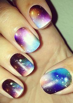 Galaxy Nail Art ! Very Creative.