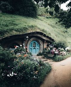 The Shire, Middle Earth, New Zealand O Hobbit, Hobbit Hole, Underground Homes, Destination Voyage, Fairy Houses, Tolkien, Travel Abroad, Travel Trip, Middle Earth