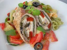 Toskańskie roladki z cielęciny (lub schabu), z fetą, papryką, czerwoną cebulą, oliwkami