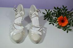 Svadobné topánky - slonová kosť - Ivory kombinácia pravej kože a saténu. svatební obuv, společenksá obuv, spoločenské topánky, topánky pre družičky, svadobné topánky, svadobná obuv, obuv na mieru, topánky podľa vlastného návrhu, pohodlné svatební boty, svatební lodičky, svatební boty se zdobením,topánky pre nevestu