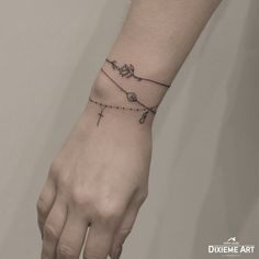 Armband - Tattoos - # Armband # Tattoos - Armband – Tätowierungen – – – Sie sind an der richtigen - Wrist Tattoos For Guys, Flower Wrist Tattoos, Tattoo Designs Wrist, Small Wrist Tattoos, Tattoo Designs For Women, Finger Tattoos, Body Art Tattoos, New Tattoos, Rosary Tattoo Wrist
