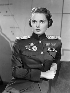 """Janet Leigh as Soviet airforce fighter ace in """"Jet Pilot Janet Leigh, Classic Hollywood, Old Hollywood, Pin Up, Army Women, Tony Curtis, Female Soldier, Red Army, John Wayne"""