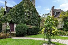 House of the week: 62 Russell Hill Road Toronto Apartment, Shared Bathroom, Real Estate Houses, English Countryside, House Exteriors, Back Gardens, Master Suite, Beach House, Condo