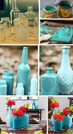 Si lo que te gusta es el color, he aquí una idea para darle vida a esos frascos arrumbados en la vitrina.
