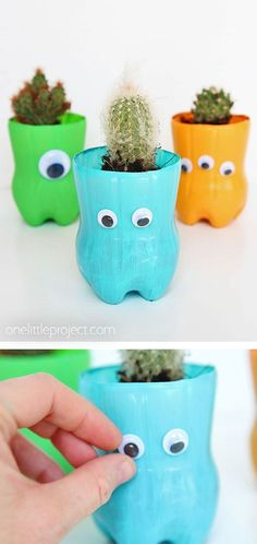 bottle planters are such a CUTE craft for kids! They only require a handful of materials and the kids can personalize them however they like. They're perfect for succulent or cactus plants! This is such a great kids craft using recycled materials! Plastic Bottle Planter, Plastic Bottle Art, Reuse Plastic Bottles, Recycled Bottles, Easy Plastic Bottle Crafts, Recycled Planters, Plastic Craft, Pet Bottle, Recycled Crafts Kids