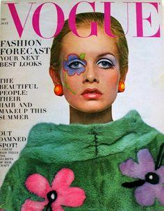 couverture de magazine de mode : Vogue, juillet 1967, Twiggy, Photo de Richard Avedon, maquillage