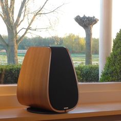 Audio connaisseurs will appreciate this proven approach to high end audio; A high quality studio monitor speaker with stand. Hifi Audio, Audio Speakers, Home Theater, Theatre, Sound Speaker, Monitor Speakers, Speaker Design, High End Audio, Pc Cases