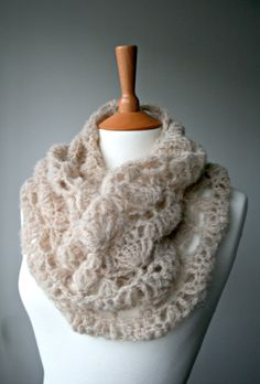 Crochet Pattern, scarf crochet pattern, lace silk crochet cowl pattern by Luz Patterns #crochetpatterns #crochet