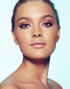 natural makeup, blush eyeshadow and neutral pink lip. bronzed tan blonde blue eyes makeup ideas inspiration