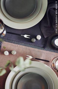 Een prachtige, informele tafeldekking. Tijdelijke collectie SITTNING #IKEA #SITTNING #eetkamer
