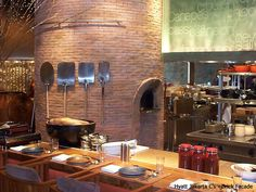 Beech round stone hearth ovens have superior cooking ability and flexibility of design to meet custom oven requirements. Italian Restaurant Decor, Brewery Restaurant, Pizza Restaurant, Restaurant Concept, Restaurant Interior Design, Wood Fired Oven, Wood Fired Pizza, Tandoori Pizza, Italian Pizza Oven