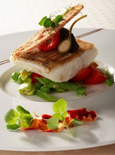 ~ ღ Skuwandi Fish Recipes, Seafood Recipes, Gourmet Recipes, Food Plating Techniques, Michelin Star Food, Luxury Food, Western Food, Food Decoration, Fish Dishes