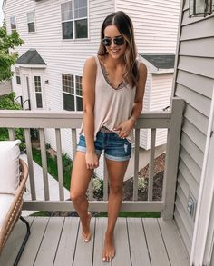 """💛 Shared some fun polls on my stories last night, would love to see your """"this or that"""" answers! There are a few real brain… Source by beach vacation outfits Summer Cruise Outfits, Summer Vacation Outfits, Cute Summer Outfits, Simple Outfits, Casual Outfits, Lake Outfits, Summer Clothes, Saturday Outfit, Florida Outfits"""