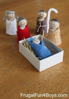 EASY Wooden Peg Nativity Sensory Bin - Simple figures that are easy to make. Add a plastic tub, real hay, and a shoebox stable, and it's a great hands-on nativity for little ones.
