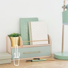 Effortless Ways To Make The Most Of Your Shoe Box Bedroom. The best organization and storage hacks to keep your small room stylish and tidy. Study Room Decor, Cute Room Decor, Bedroom Decor, Box Bedroom, Home Office Design, Home Office Decor, Diy Home Decor, Home Decoration, Home Office Inspiration
