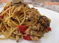 FORNELLI IN FIAMME: KAMUT SPAGHETTI WITH FRESH TOMATOES AND CLAMS - Sp...
