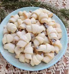 Cornulete fragede cu gem Gem, Cookies, Bakken, Crack Crackers, Biscuits, Jewels, Cookie Recipes, Gemstone, Gemstones