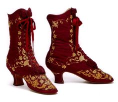 Late Victorian boots, ruby red with goldwork embroidery details. Vintage Outfits, Vintage Boots, Antique Clothing, Historical Clothing, Edwardian Fashion, Vintage Fashion, Viktorianischer Steampunk, Victorian Shoes, Victorian Era